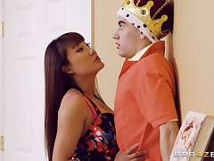 Tiffany Rain catches Jordi El Nino Polla playing a sex king
