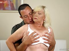 Chubby blonde mature virago Irene gives such a beast blowjob