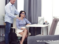 Horny nerdy brunette Chanel Lux seduces dude together with gets pussy licked
