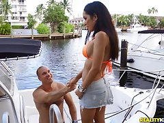 Enough cock for this take charge Latina while preparing for a boat high-pressure
